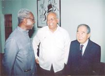 Arthur Chung (right) with PPP/C General Secretary Donald Ramotar (centre) and PNC General Secretary Oscar Clarke (left) at a function in January 2003.
