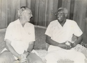 Stabroek News Editor in Chief and Chairman of the Board of Directors David de Caires (left) with the late Hugh Desmond Hoyte, a former president of Guyana. The occasion was a courtesy call de Caires had paid on Hoyte at Congress Place in July 1993. (Stabroek News file photo)