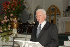 Senior Counsel Miles Fitzpatrick delivering the eulogy at yesterday's memorial service for David de Caires.