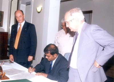 David de Caires and Ricardo Trotti watch as President Bharrat Jagdeo signs the Declaration of Chapultepec in May 2002.