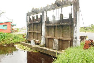 The Cunha Canal sluice on the East Bank