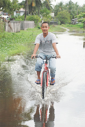 This Beehive man yesterday said that it was much easier to ride through the floodwaters than to walk.