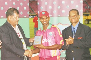 Shivnarine Chanderpaul is all smiles as he receives the plaque from Guyana Cricket Board president Chetram Singh. At right is Dr Julian Hunte. (Orlando Charles photo)