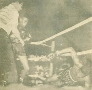 Caesar Barrow knocks out Johnny De Peiza.