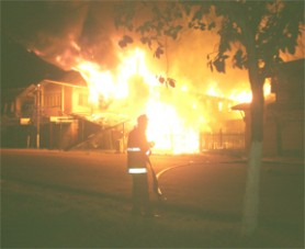 No water: A fireman stands with a limp hose as the fire consumes Household Plus. (Tarick Pertab photo)