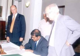 President Jagdeo signs the Declaration of Chapúltepec as (from left) Ricardo Trotti, Vic Persaud and David de Caires look on, May 2002