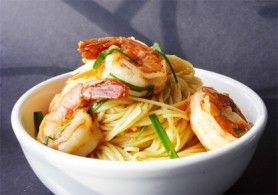 Garlic Shrimp Noodles  (Photo by Cynthia Nelson)