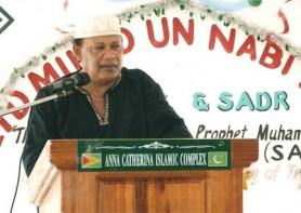 Trinidadian Qaseeda singer Jameel Hoosein participating in a local Islamic programme to mark Youman Nabi.