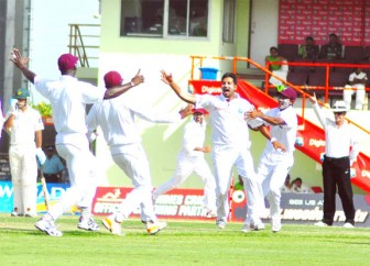 Pacer Ravi Rampaul made early inroads in the Pakistan lineup yesterday. Orlando Charles photo)