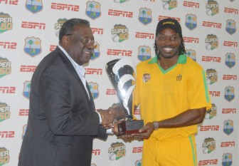 Jamaican captain Chris Gayle receives the tournament trophy from the legendary Clive Lloyd (Orlando Charles photo)