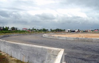 TAKING SHAPE!One of the turns of the synthetic track at the Lenora site. (Orlando Charles photo)