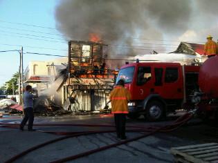 Fire devouring the Regent Street store (Zoisa Fraser photo)