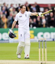 CAPTAIN'S KNOCK! England skipper Andrew Strauss celebrates his 20th test ton. (Cricket365)