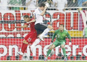 Germany's Mario Gomez (C) scores against Portugal's goalkeeper Rui Patricio during their Group B Euro 2012 soccer match at the New Lviv stadium in Lviv yesterday.REUTERS/Eddie Keogh