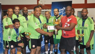 GCC's Leonard George (second from right) presents the winning trophy and first prize of US$500 to Hikers Captain Brian Asgregado.