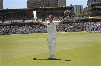 Australia's Ricky Ponting acknowledges spectators as he leaves the WACA in Perth during the fourth day's play of the third cricket test match against Australia yesterday. REUTERS/Stringer
