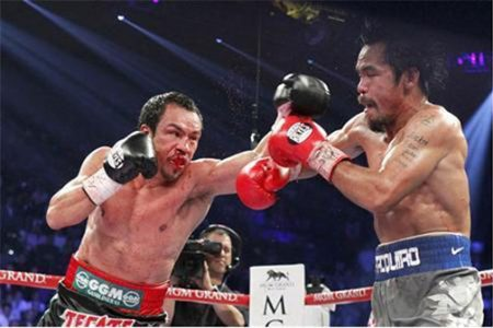 Juan Manuel Marquez (L) of Mexico punches at Manny Pacquiao of the Philippines during their welterweight fight at the MGM Grand Garden Arena in Las Vegas, Nevada December 8, 2012.  (Reuters/Steve Marcus