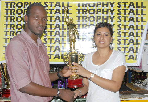 Trophy Stall's Devi Sunich hands over the winner's trophy for the Ravens/Jets game in the 'Jets Basketball Exchange Classic' today at the Mackenzie Sports Club Hardcourt.