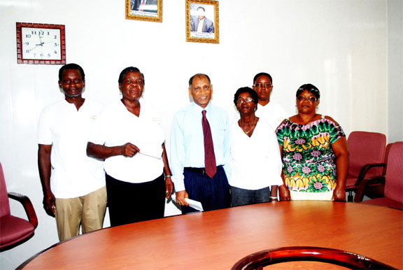 Minister Ramsammy with recipients of the READloan/grant support