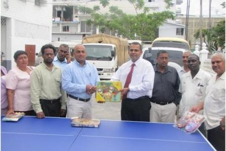 Minister of Sport, Dr Frank Anthony (fifth from right) hands over tennis racquets and a table to Regional Executive Officer (REO) of Region Eight, Ronald Harsawack as other REOs look on. (GINA photo)