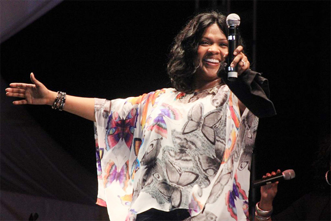 CeCe Winans shares a performance with the crowd at the Gospel Festival last Saturday (Arian Browne photo)