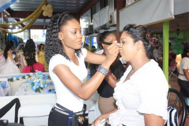 Make-up artist Renee Chester-Thompson of Bromeliad.rnc showcasing her skills at Wedding Expo 2013 (Arian Browne photo)