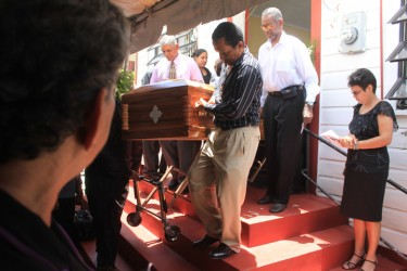20130409funeral8
