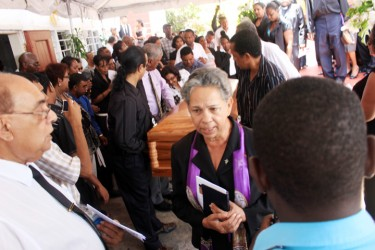 20130409funeral9