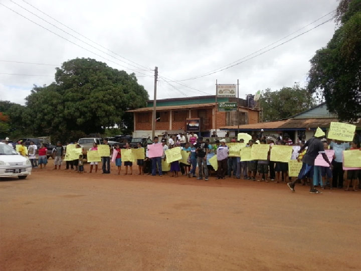 Some of the residents who lined the Lethem Airport Road to protest what they claim is unfair distribution of land in Region Nine.