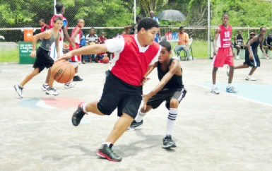 Action in the Pepsi Sonics Hoop Fest 2013 programme