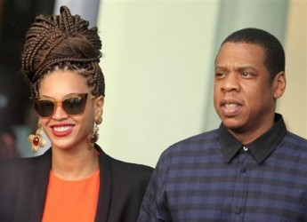 US singer Beyonce (L) and her husband rapper Jay-Z leaving their hotel in Havana April 4, 2013. (Reuters/Enrique De La Osa)