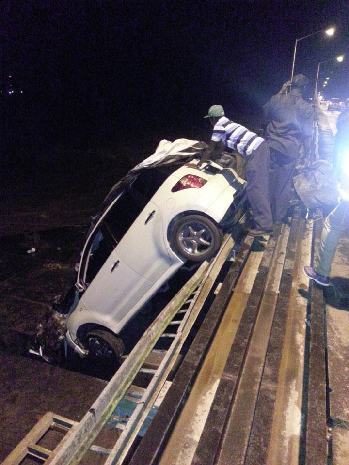 The car off the bridge