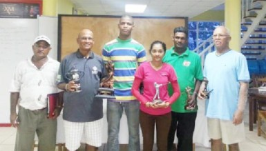 Trophy Stall representative Leroy Jack (centre) with prize winners. Tournament champion Colin Ming was unavoidably absent.