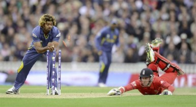 England's Stuart Broad dives in to make his ground as Sri Lanka's Lasith Malinga (L) removes the bails during the ICC Champions Trophy group A match at The Oval cricket ground in London yesterday. (REUTERS/Philip Brown)