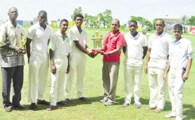 Skipper Kemo Paul receives the winning award from Junior Selector Nazimul Drepaul