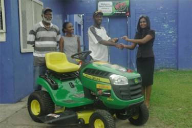 Ansa McAl PRO Darshanie Yussuf (right) hands over the keys to the MSC management.