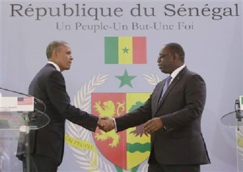 U.S. President Barack Obama (L) and Senegal President Macky Sall shake hands after their joint news conference at the Presidential Palace June 27, 2013 in Dakar, Sengal. Obama's trip, his second to the continent as president, will take him to Senegal, South Africa and Tanzania. REUTERS/Gary Cameron