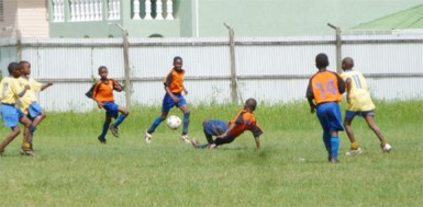 Action between BK Western Tigers and Fruta Conquerors 'A'  on Saturday.