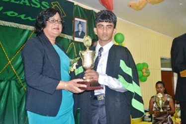 Lalita Baksh presents a trophy to Vishan Persaud from the Mon Repos campus. (GINA photo)