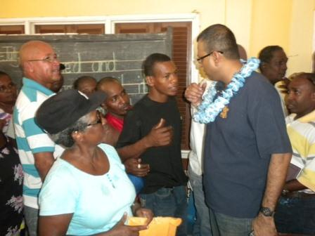 Minister of Natural Resources and the Environment Robert Persaud (right) with the residents of Kuru Kururu, Soesdyke Linden Highway (GINA photo)