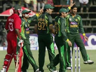 Pakistan players celebrate Hamilton Masakadza's dismissal. (Photo courtesy Cricket365)