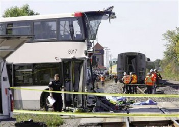 Investigators examine the scene of an accident involving a bus and a train in Ottawa September 18, 2013. (Reuters/Chris Wattie)