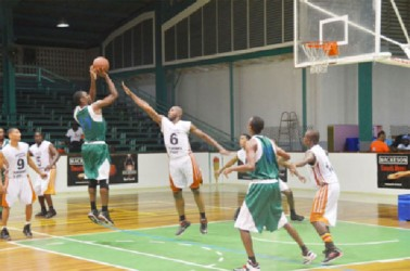 Lodge/Meadowbrook's Drunson McCaulay shoots over Plaisance/Vryheid's Lust centre Ryan Guille