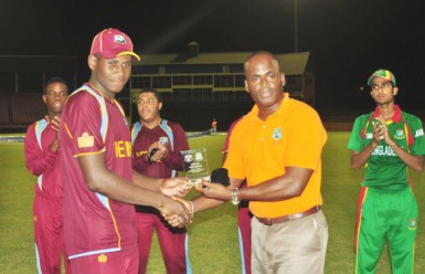Man of the match Leroy Lugg receives his award from former West Indies leg spinner Rawl Lewis. (Orlando Charles photo)