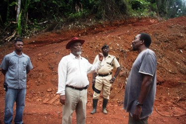Over the weekend, Prime Minister Samuel Hinds (centre) visited several mining communities along the Mazaruni and Kurupung rivers, Region Seven where he met with residents and miners, according to GINA. Here he chats with a miner. (GINA photo)