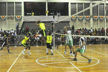 Guyana's captain, Creston Rodney in action last night during Guyana's 2-3 (27-29, 19-25, 15-25, 25-19, 15-7) defeat at the hands of Suriname. (Orlando Charles photo)