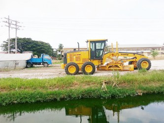 Bai Shan Lin equipment on the Lamaha embankment site of the parking lot on Saturday