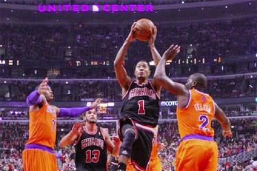 Chicago Bulls star Derrick Rose (1) goes up for the game-winning shot on Thursday against the New York Knicks. (Photo : Reuters)