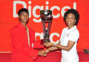 Avinda Kishore receives his trophy from Digicel's Head of Marketing Jacqueline James. (Orlando Charles photo)