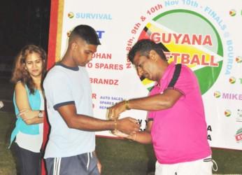Player of the Series Fazal Rafiek receives his gold bracelet. (Orlando Charles photo)